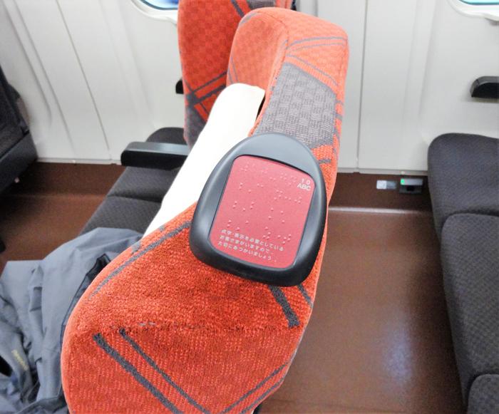 北陸新幹線E7車内座席